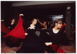 igen, itt a jobb oldalon én táncolok (Duende Flamenco Tánccsoport)